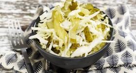 Salată de varză albă cu castraveţi